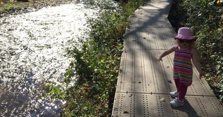 Walking along Minnehaha Falls park trail